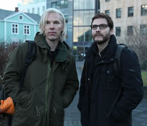 Julian Assange (Benedict Cumberbatch) and Daniel Domscheit-Berg (Daniel Bruhl)