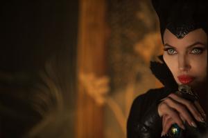 Jolie gets impressive makeup