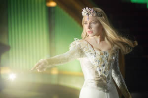 Good witch Glinda (Michelle Williams)
